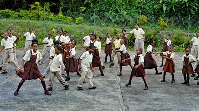 Eine Schulklasse hatte einen Tanz einstudiert.