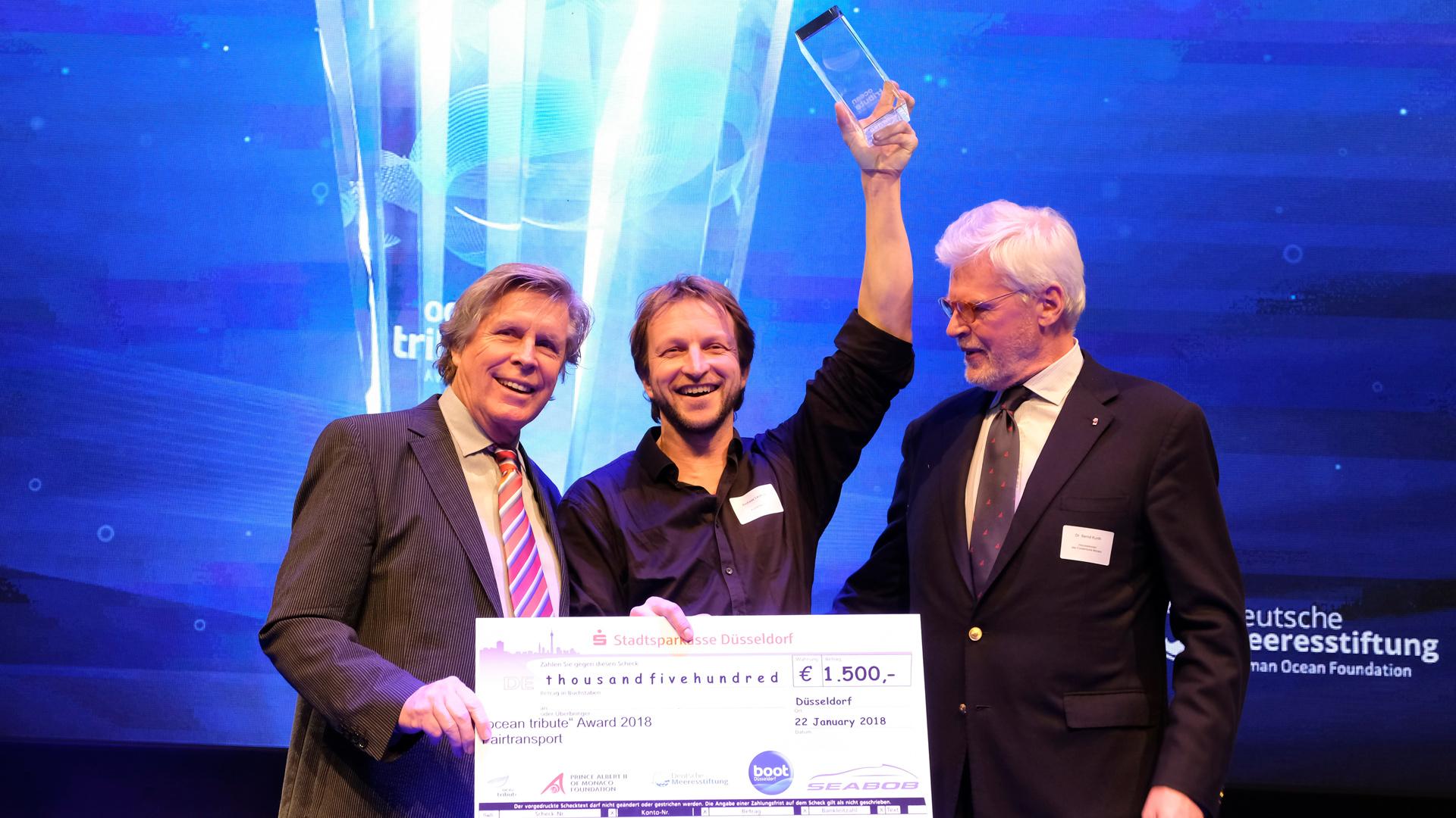 Schauspieler Sigmar Solbach, Vertreter des Fürstentums Monaco, Honorarkonsul Dr. Bernd Kunth und Andreas Lackner von Fairtransport.