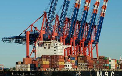 Nach Schiffsunglück: Container im Meer