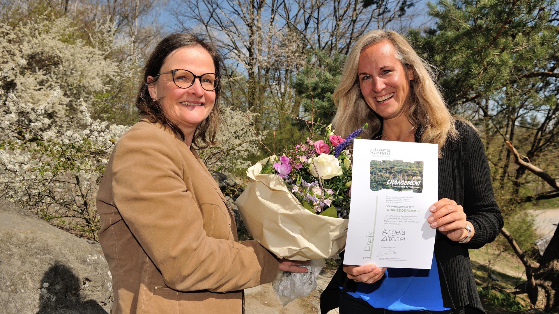 Angela Ziltener, 1. Preisträgerin Trophée de femmes 2021 (rechts), und Sabine Fesenmayr, Fondation Yves Rocher